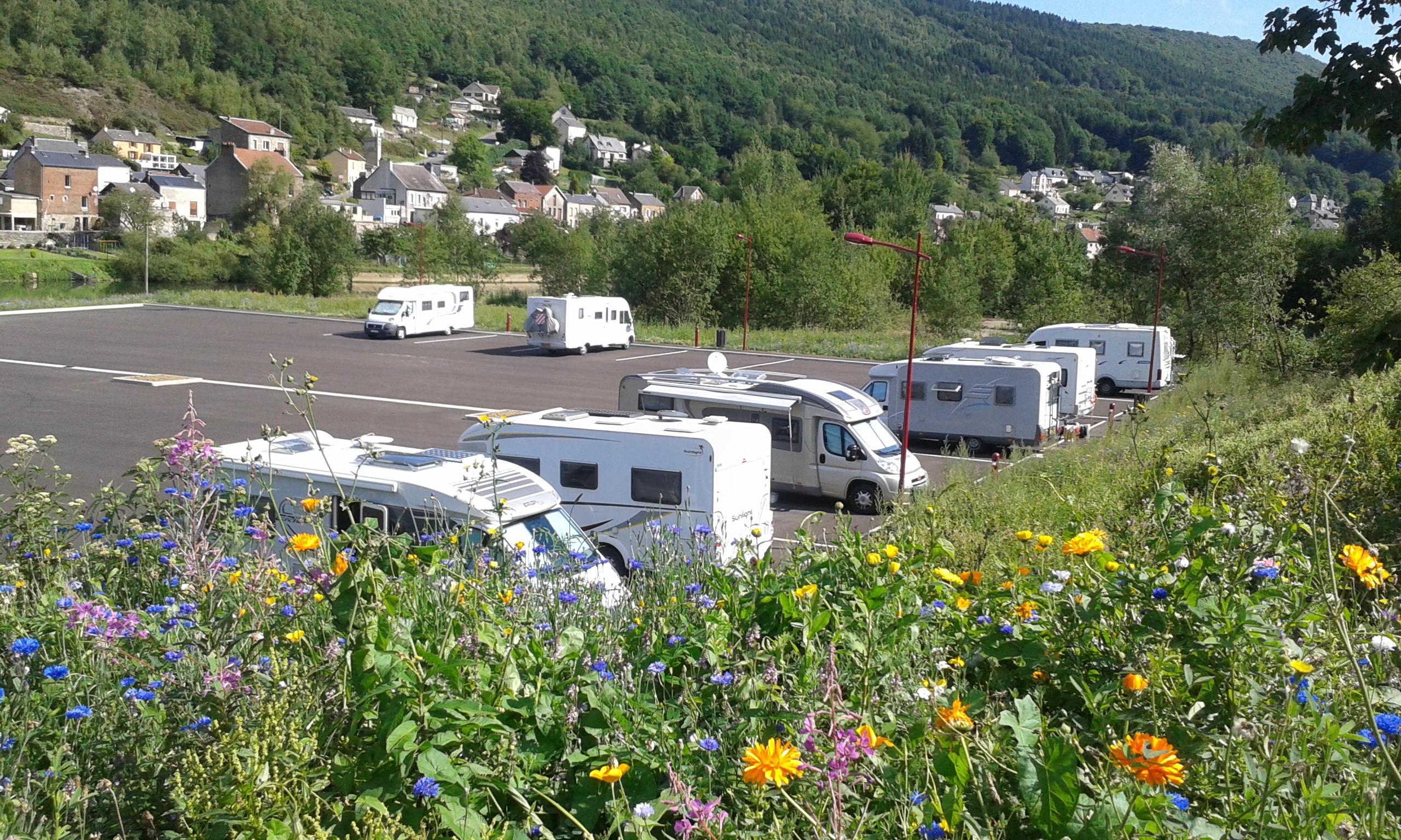 nouvelle aire de camping cars intercommunale communaut de communes vall es et plateau d 39 ardenne. Black Bedroom Furniture Sets. Home Design Ideas